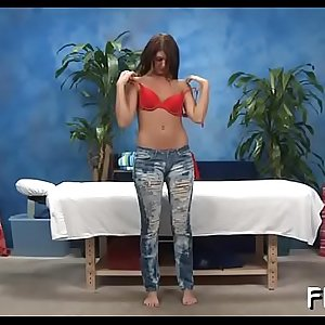 Hotty blowing her massage therapist during massage