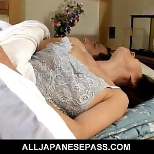 Makiko Miyashita that has her pussy fingered