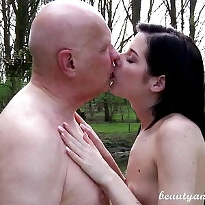 Teen Daniela Rose 69ing an old guy