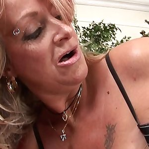 Dazzling granny pleasing her boss and making him happy