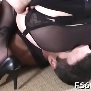Passionate bimbo enjoys rear fuck