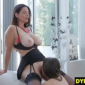 Training A Lesbo Gal How To Eat